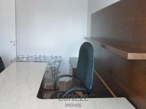 Sala comercial mobiliada no Batel.