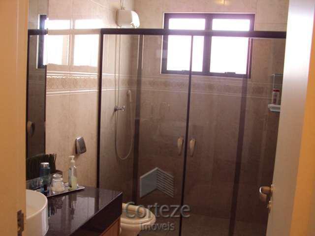 Casa com 03 quartos no Guabirotuba