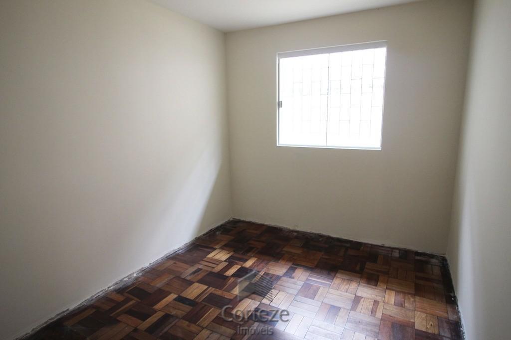 Casa 03 quartos com edícula no Guabirotuba.