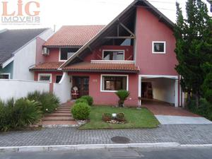 Casa a Venda no bairro Xaxim em Curitiba - PR. 3 banheiros, 4 dormitórios, 2 suítes, 2 vagas na garagem, 1 cozinha,  closet,  área de serviço,  copa,