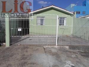 Casa a Venda no bairro Alto Boqueirão em Curitiba - PR. 2 banheiros, 3 dormitórios, 2 vagas na garagem, 1 cozinha,  área de serviço,  sala de estar.