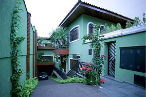 Sobrado de 600m² com 3 dorms em São Paulo.