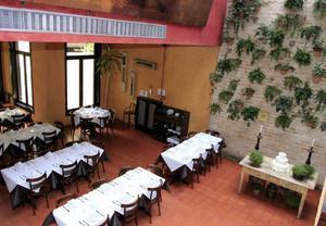 Prédio comercial p/ locação de 906 m² na Vila Olimpia, SP.
