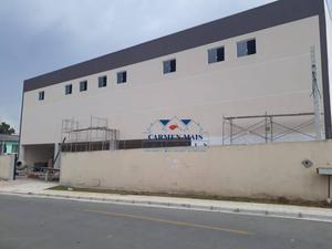 Barracão situado no bairro Borda do Campo, próximo à BR, fácil acesso para transportes.