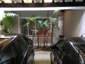 Excelente Sobrado, com 3 dormitórios, 1 suite e garagem para 2 carros próximo a Universidade, estuda permuta por imóvel de menor valor em Santos
